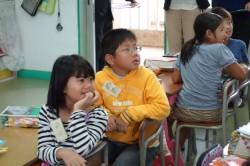 好奇心いっぱいの子供たち